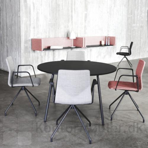 Four Sure 11 mødestol med polstring. Her fuldpolstret med sort stel.