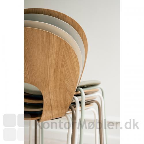 Magnus Olesen Ø Chair kan stables og fås i mange variationer.