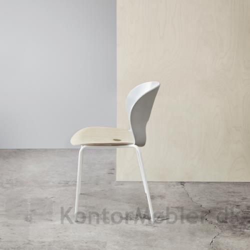 Magnus Olesen Ø Chair - en bæredygtig stol, som er flot i sin enkelthed (model 2030 L1)
