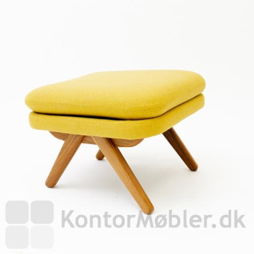 Bamsestolens tilhørende skammel kan købes i samme stof og farve som stolen.