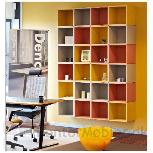 Bogkasse med 1 rum fra Dencon. Her sat sammen i flotte farver.