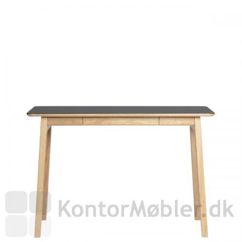 Freya smalt skrivebord i massiv eg med overflade i sort linoleum