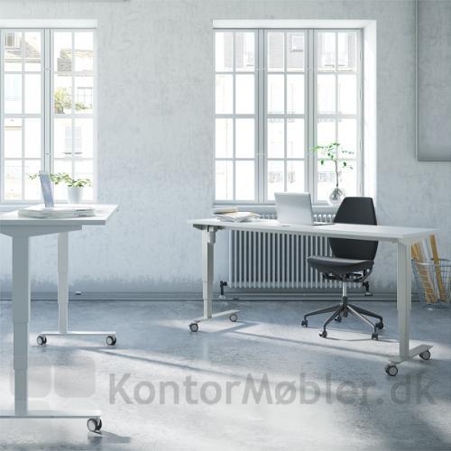 Conset 501-37 hæve sænke bord, med hjul til Delta skrivebord
