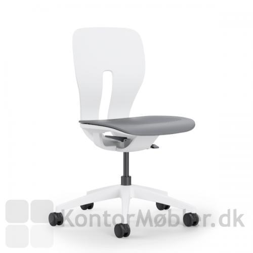 LIM kontorstol i en basisudgave, med hvidt stel og uden polstring eller armlæn.