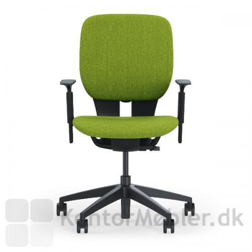 LIM kontorstol med grøn sæde- og rygpolstring og sort stel med armlæn.