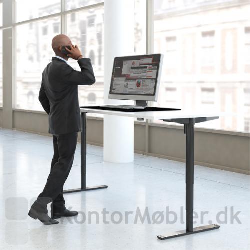 Conset 501-49 hæve sænke bord med sorte ben og hvid bordplade