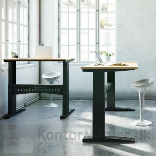 Conset 501-11 hæve sænke bord med sort stel og bordplade i bøg melamin