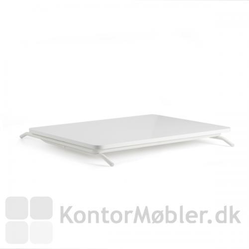 Minidesk kan nemt foldes sammen og tages med eller pakkes væk.