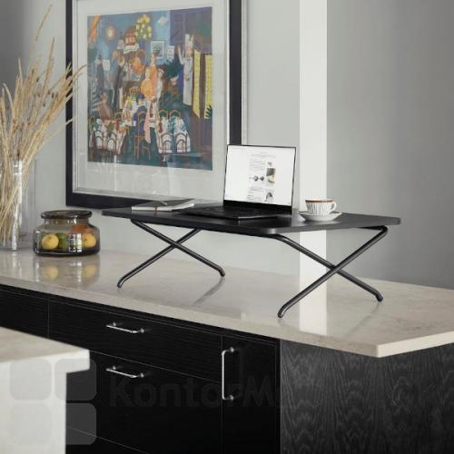 Minidesk kan placeres på de fleste bordet i hjemmet, så du kan stå overalt og arbejde.