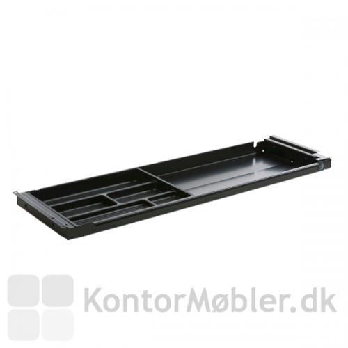 Udtræksbakken kan monteres på skriveborde og hæve sænke borde