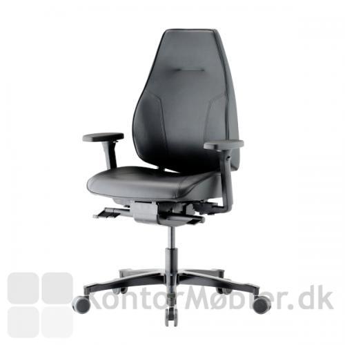 Lanab Challenge 6340+ kontorstol i lækker, blød Elmo læder, samt komfortable armlæn.