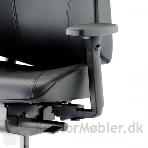 Lanab Challenge 6340 fås med både 4D armlæn samt med eksklusiv læderpolstring.