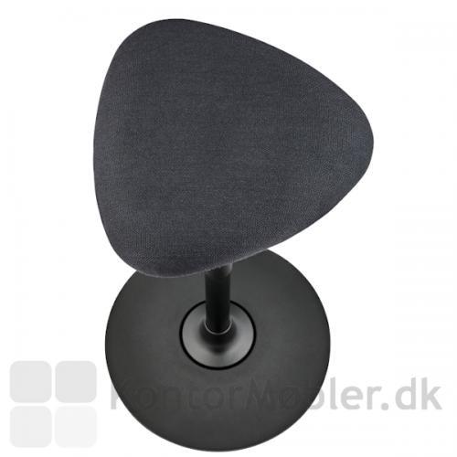 Lanab Take 1020 ergonomisk ståstøttestol er polstret med slidstærk Steelcut Trio i sort eller lysgrå.