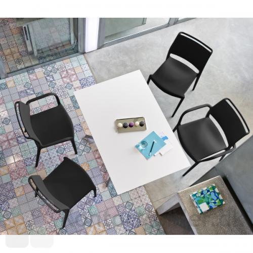 ARA stolen i sort med og uden armlæn