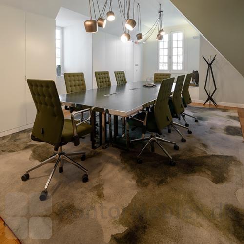 Create gulvtæppe matcher farverne i mødelokalet
