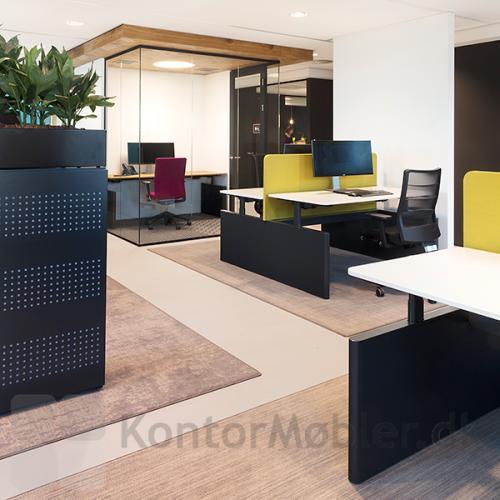 Kontortæppe rektangulær - Epoca Structure forbedrer akustikken på kontoret - her er vist et RAW gulvtæppe med mønster
