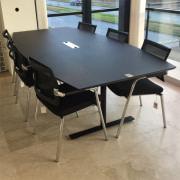 Delta mødebord med 6 Skin stole