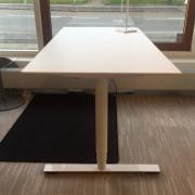 Kompaktlaminat hæve sænkebord - hvidt