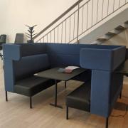 Four Us Booth sofa m/sort bord