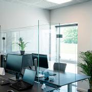 Glasafskærmning til skriveborde