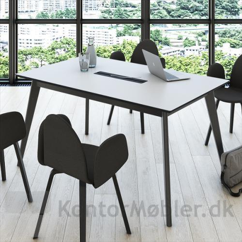 Madrid konferencebord med hvid bordplade, sorte ben, sort kabelklap og sort affaset kant