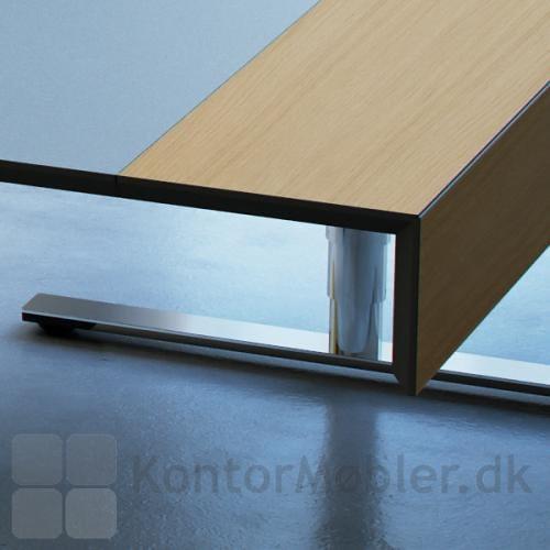Delta X bord, har sort lakeret kanter