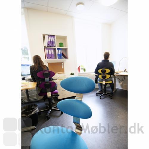 Almindelig arbejdsplads med 3 forskellige Spinella kontorstole