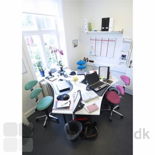 Trio af Spinella kontorstole ved arbejds-øen