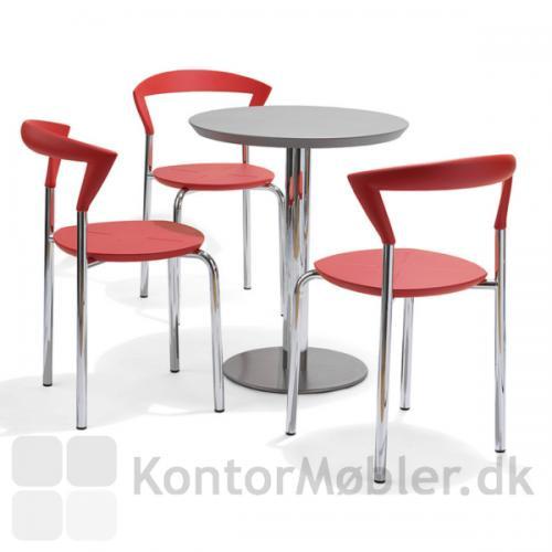 Opus stole i rød med stel i blank krom