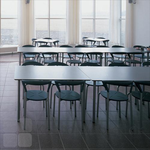 Opus stol er fin i kantine eller cafe