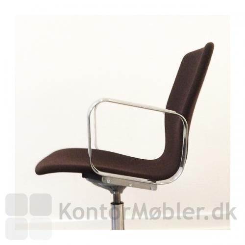 Butterfly Lounge Swivel har god siddekomfort, faconen på sædet giver lænden god støtte
