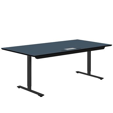 Delta hæve-sænkebord med kabelklap og rummelig kabelbakke