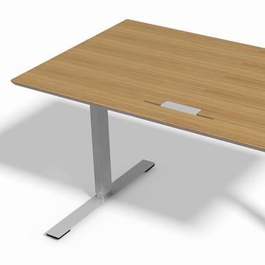 Delta hæve sænke bord med eg finér bordplade og 2- leddet alu stel